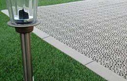 podloga za dvoriste sa solarnom lampom