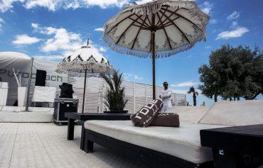 pod na terasi kafica Bergo XL